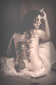 20060904011247-espalda-mujer-tatuada.jpg